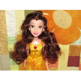 Belle játékbaba Hasbro Disney hercegnő,  A szépség és szörnyeteg című meséből ( új )