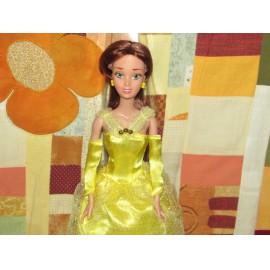 Belle játékbaba Disney hercegnő díszdobozban, 30 cm-es Belle baba A szépség és szörnyeteg című meséből ( új )